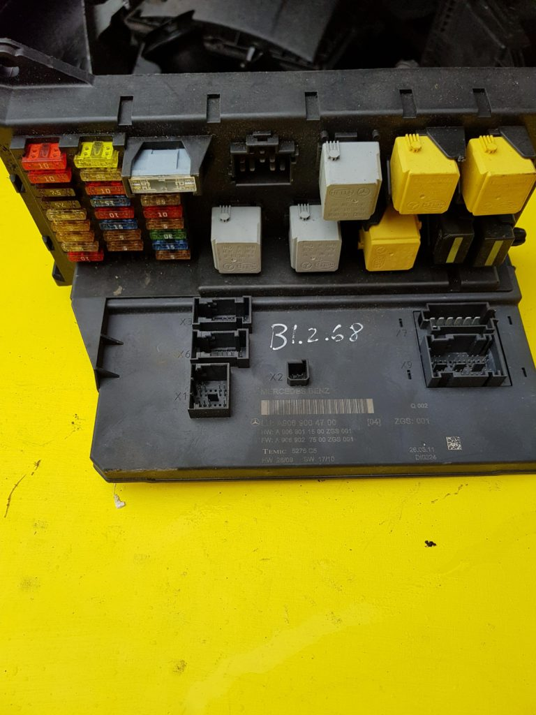 Mercedes Benz Sprinter Sam module/fuse box a9069004700 b1.2.68