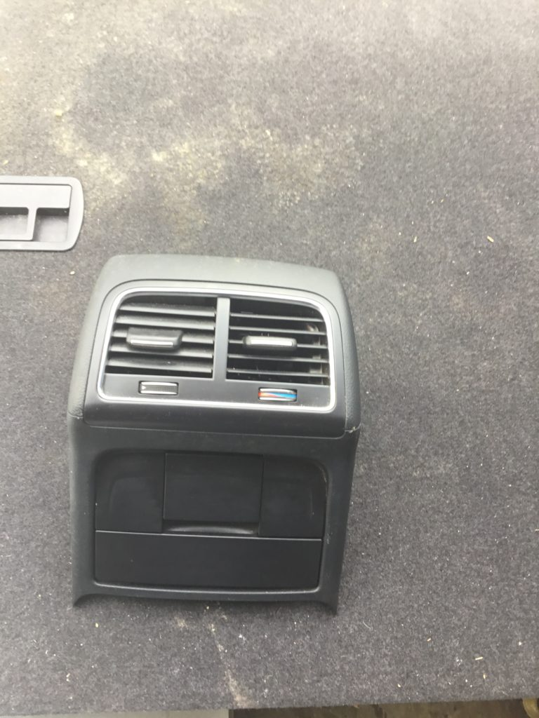 Audi A4 B8 Centre Console Air Vent with Ashtray Panel 8k0864376 (B brt)